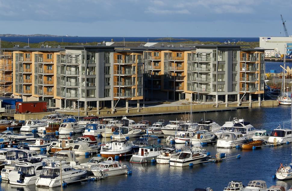 Haugesjøen Brygge på Hasseløy. Utsikt over småbåthavnen.