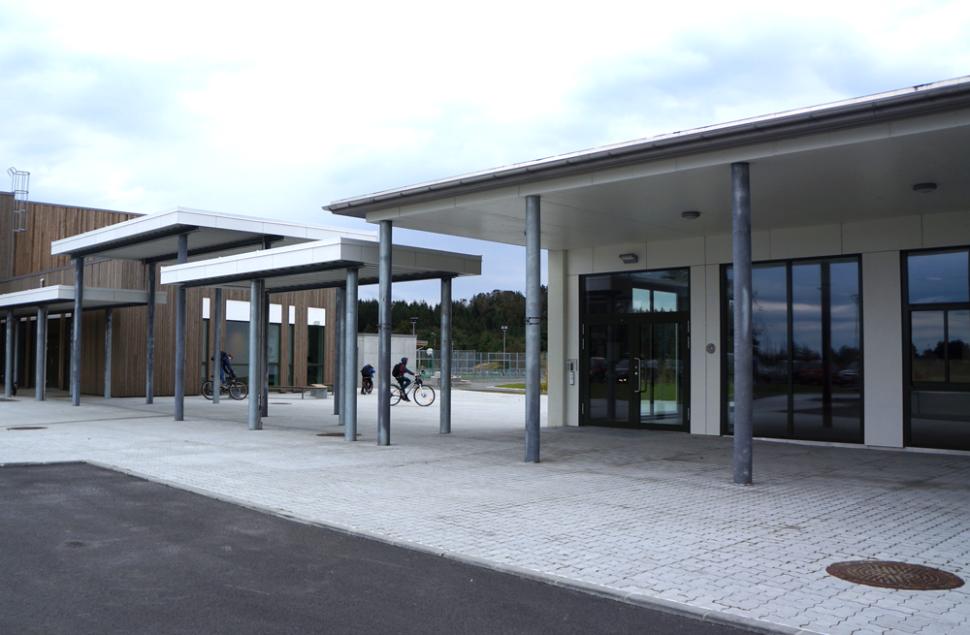 Overbygg over inngang, Torvastad Arena flerbrukshall
