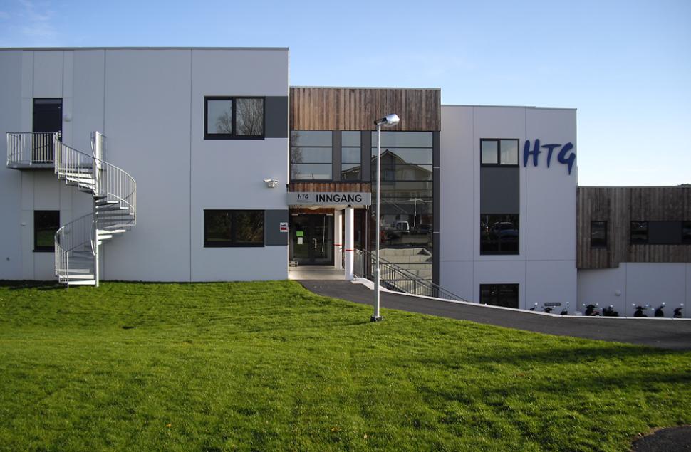Betongelementer og Kebony trekledning på Haugesund Toppidrettsgymnas