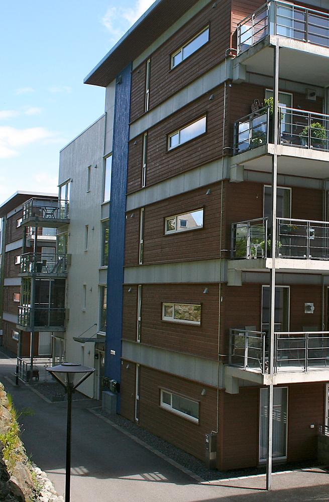 Kopervik Brygge - terrasser i glass og stål, liggende trekledning