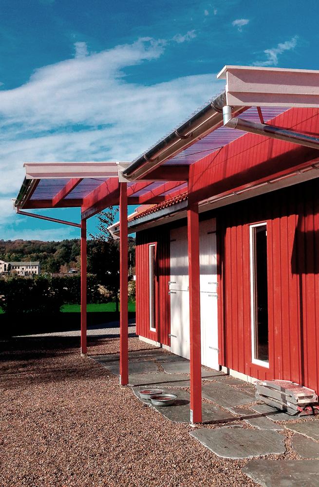 Moderne driftsbygning med overbygg i tre og PVC- plater - Arkitektkontoret Brekke Helgeland Brekke AS