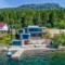 Betongvegger, komposittplater, trekledning og sink danner en moderne tolkning av funkishuset, Sandeid i Rogaland