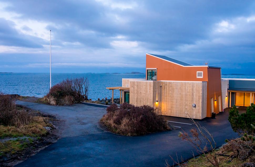 Tananger Losstasjon utført i Accoya og fasadeplater, arkitekt Stein Jarle Helgeland