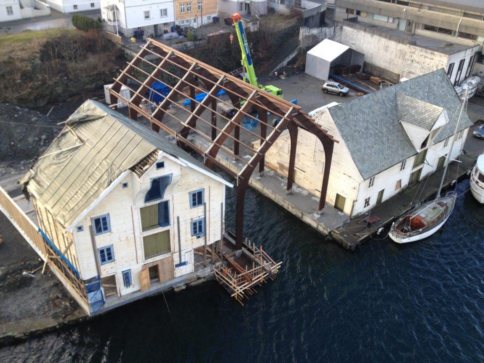 Reisverk på nytt naust på branntomt, Arkitektkontoret Brekke Helgeland Brekke AS
