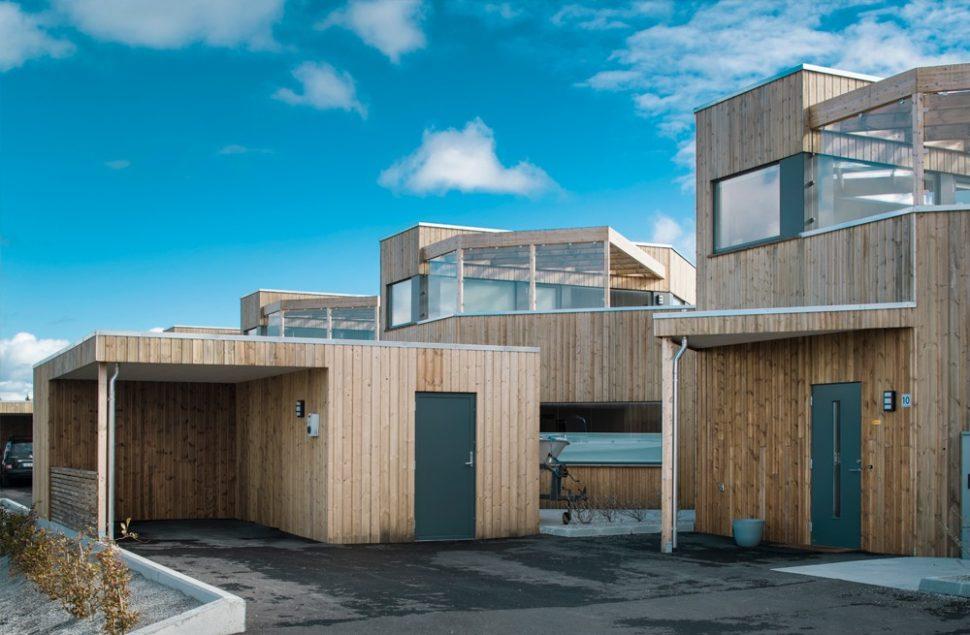 Spennende vinkler og panoramautsikt fra Arkitektkontoret Brekke Helgeland Brekke AS, som fikk Byggeskikksprisen 2018 for prosjektet på Åkra, Karmøy.