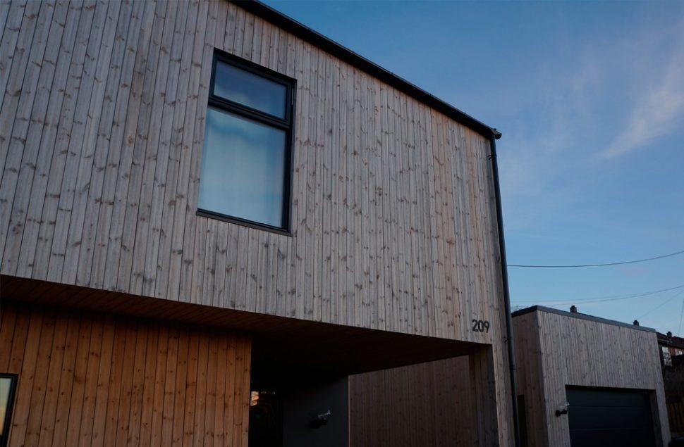 Dør- og vinduer fra Førre Trevare på huset tegnet av Marte Ringseth Helgeland hos Arkitektkontoret Brekke Helgeland Brekke AS
