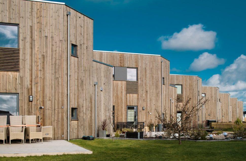 Enebolig i rekke, boligprosjekt på Ådland av Arkitektkontoret Brekke Helgeland Brekke AS